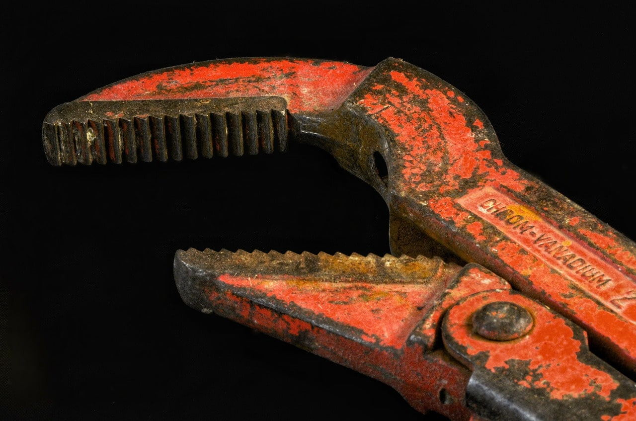 Pipe wrench in Hoofddorp